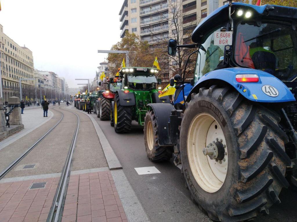 20181205 Zgz protesta tractores foto @pabloibasi AraInfo