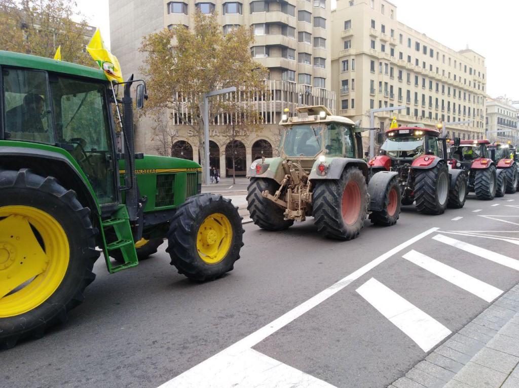 20181205 Zgz protesta tractores foto @pabloibasi AraInfo 3