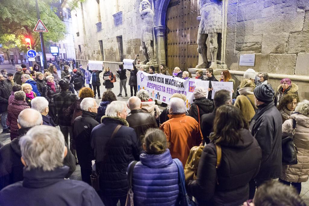 """El movimiento feminista de Zaragoza vuelve a concentrarse contra la """"justicia patriarcal"""""""