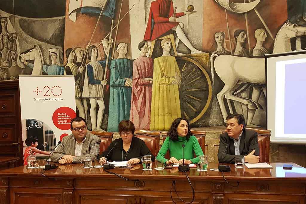 Inicio de la sesión del Foro Ebrópolis presidido por Elena Giner.