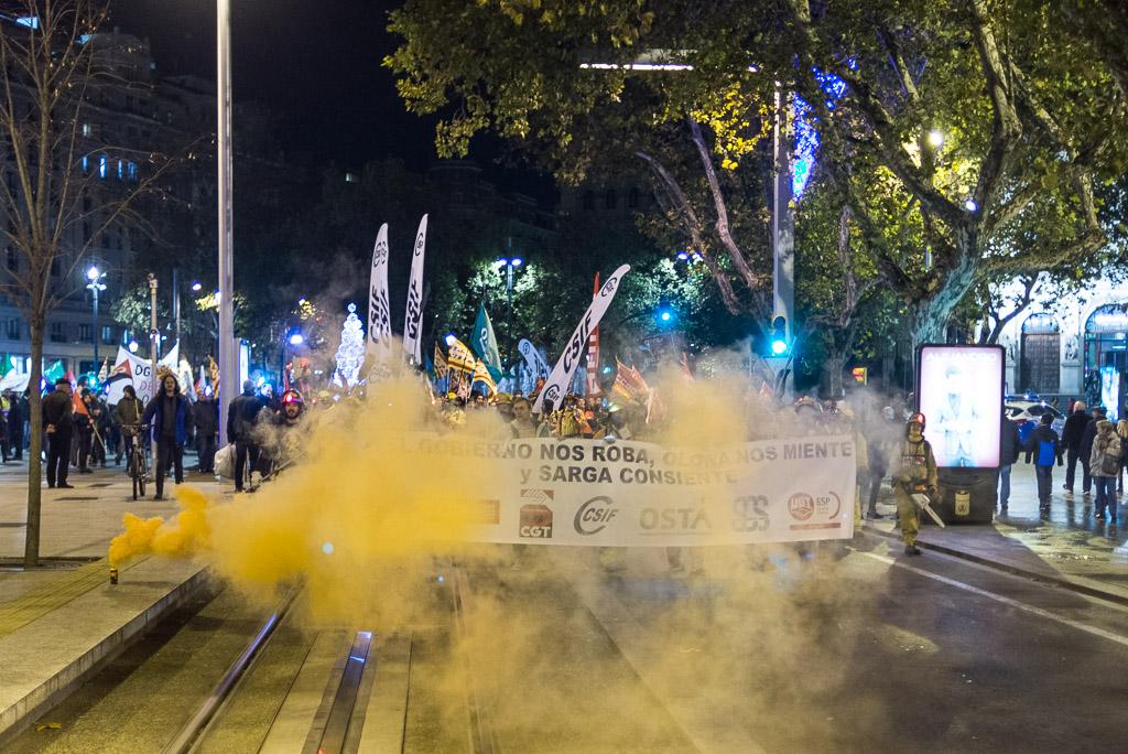 Manifestación de los sindicatos contra los despidos en Sarga. Foto: Pablo Ibáñez (@pabloibasi) /AraInfo
