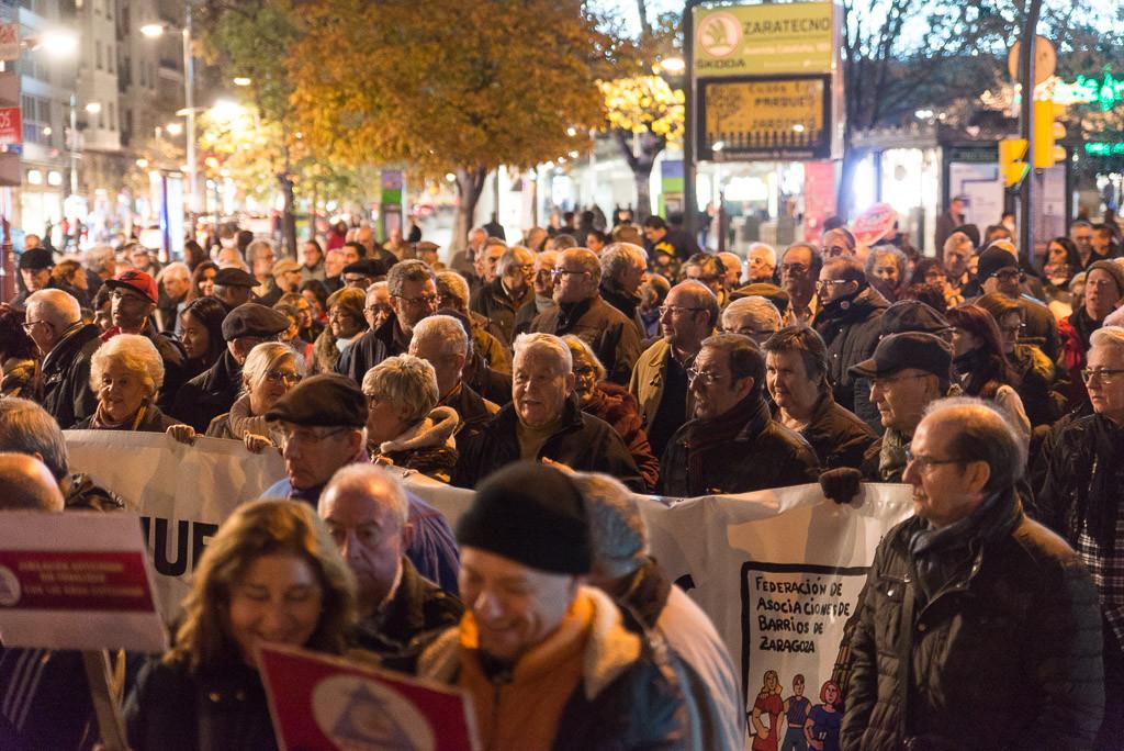 Alrededor de mil personas salen a la calle en Zaragoza en defensa del sistema público de pensiones