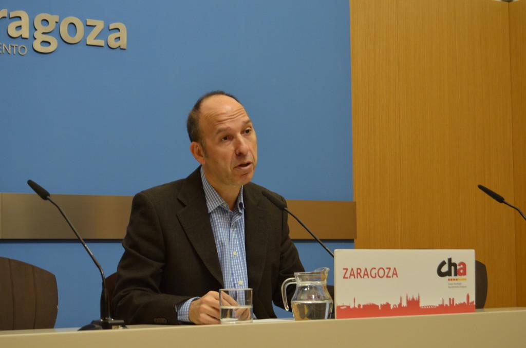Carmelo Asensio reclama que todos los grupos municipales del Ayuntamiento de Zaragoza se comprometan a no pactar «con la ultraderecha»