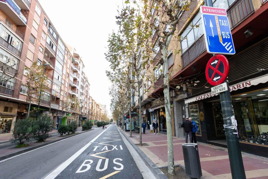 El nuevo carril bus de Avenida Madrid en Zaragoza se completa con zonas de carga y descarga en calles adyacentes
