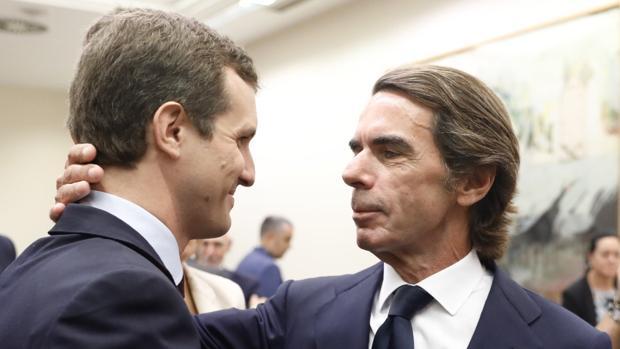 El PP abre la puerta a Vox con la bendición de Aznar y a Ciudadanos le cortan las alas desde Europa