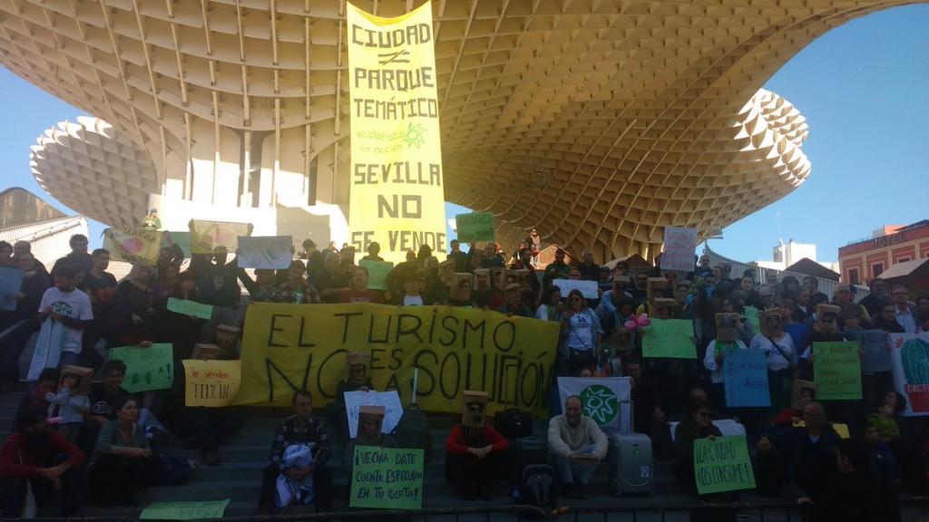 'La ciudad no es un parque temático': protesta ciudadana contra la turistificación