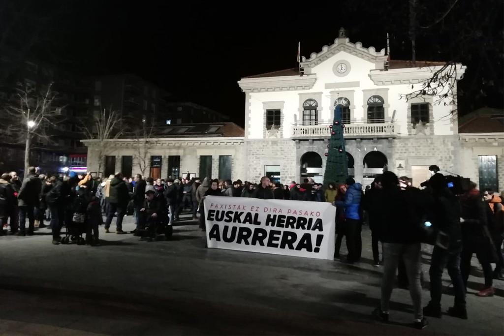 """Amurrio responde al ataque: """"Los fascistas no pasarán. Adelante Euskal Herria"""""""