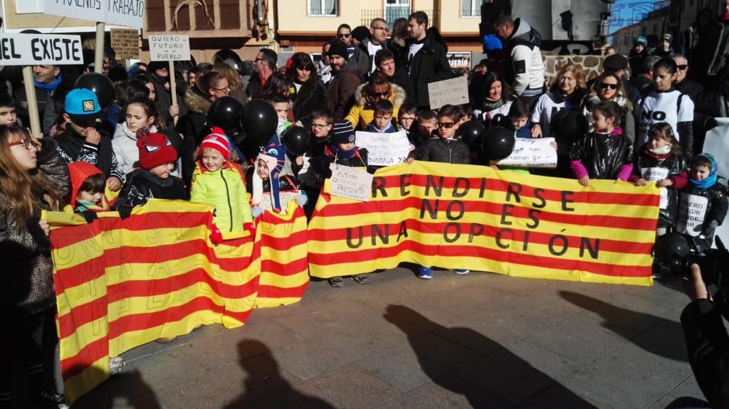 Miles de personas reclaman en Andorra que la Central Térmica no cierre sin alternativas viables para las Cuencas Mineras