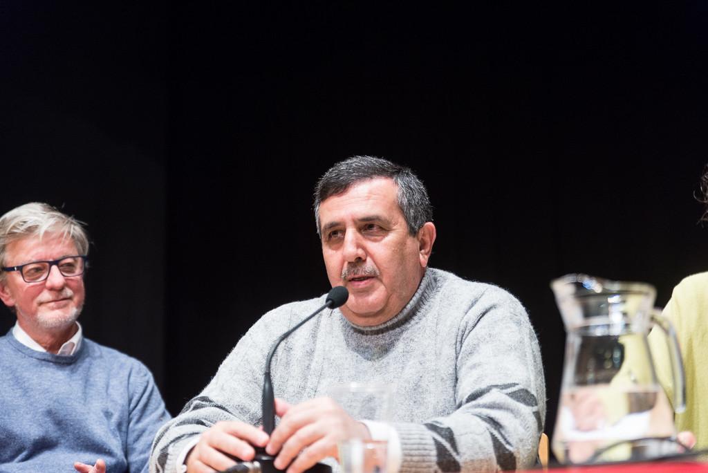 Salman, junto a Pedro Santisteve, durante la charla. Foto: Pablo Ibáñez (AraInfo)