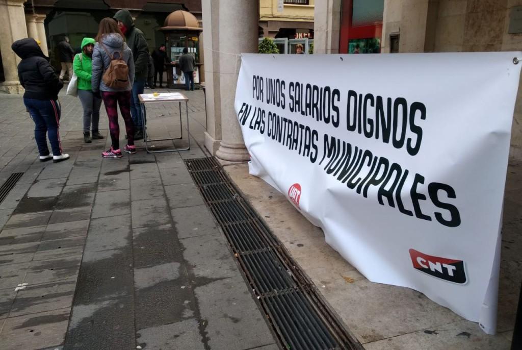 """CCOO, CNT y UGT inician una recogida de firmas para exigir al Ayuntamiento de Teruel que garantice """"salarios dignos"""" en las contratas municipales"""