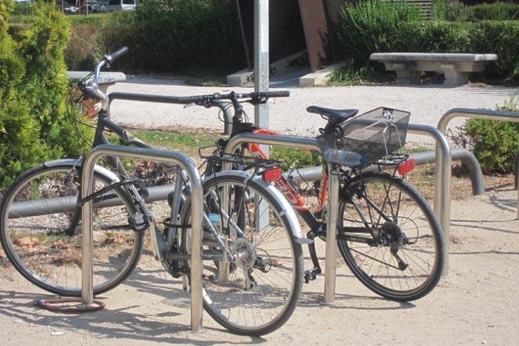 El Ayuntamiento de Uesca instalará 20 nuevos módulos de aparcabicicletas