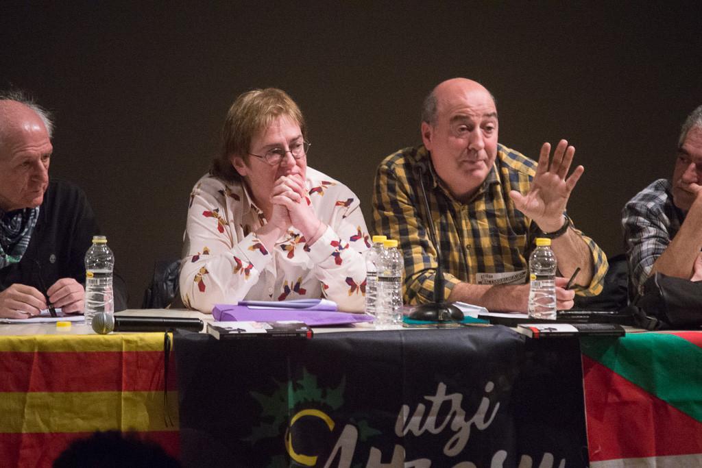 Madres y padres de Altsasu ponen luz sobre la oscura versión oficial ante 300 personas en Zaragoza