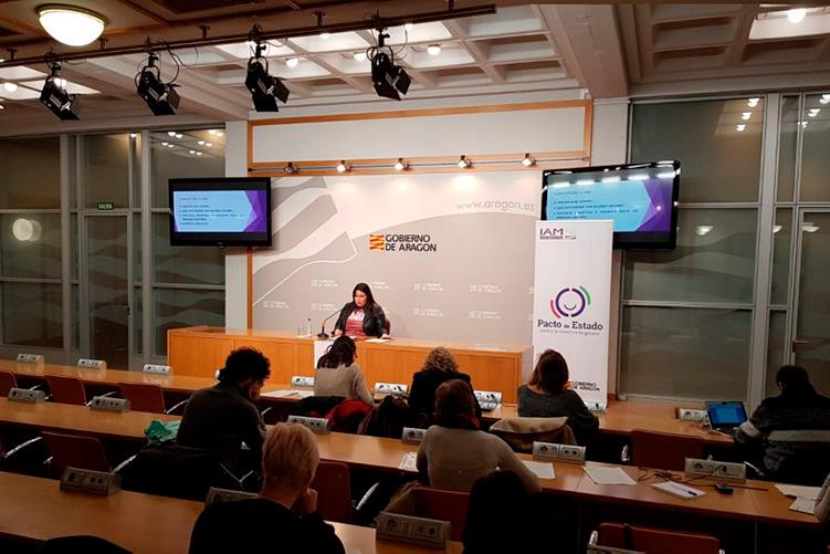 Una campaña del IAM realizada por Eva Armisén pone en valor la importancia de contar con redes de apoyo para salir de la violencia machista