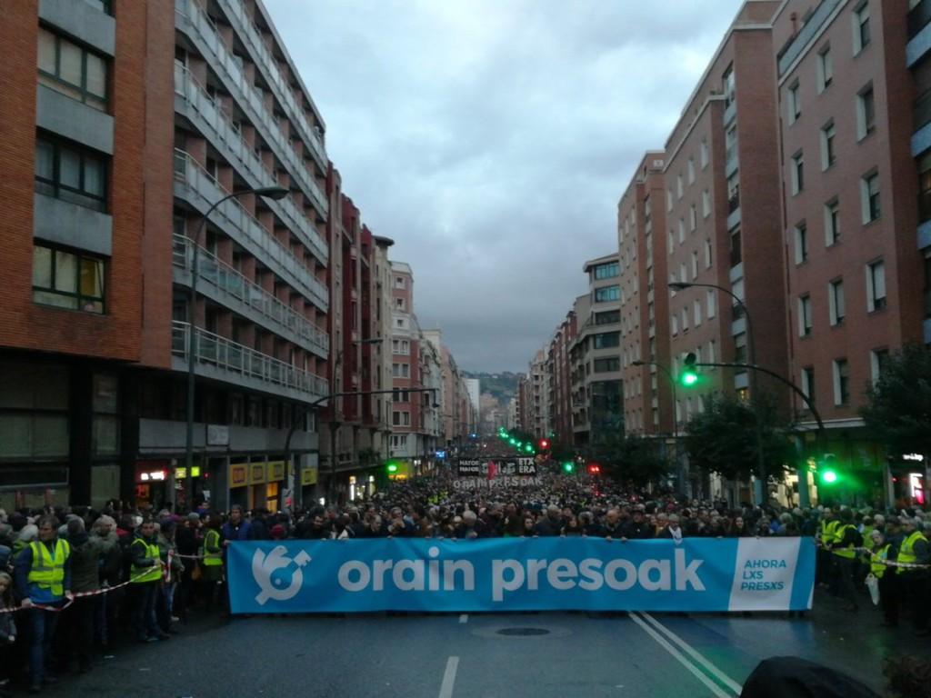 'Orain Presoak': decenas de miles de personas recorren las calles de Bilbo y Baiona reclamando un cambio en la política penitenciaria