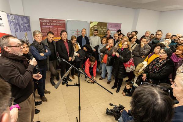 Enrique Gómez, presidente de ARMHA, junto a Luisa Broto y Pedro Santisteve, durante al acto. Foto: Daniel Marcos (AZ)