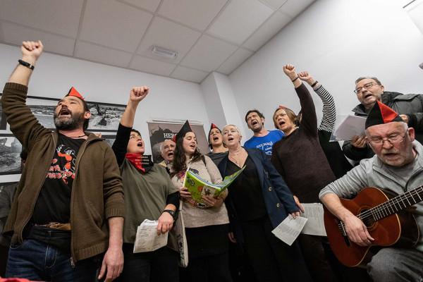 El Coro Libertario de Torrero puso las notas musicales al acto. Foto: Daniel Marcos (AZ)