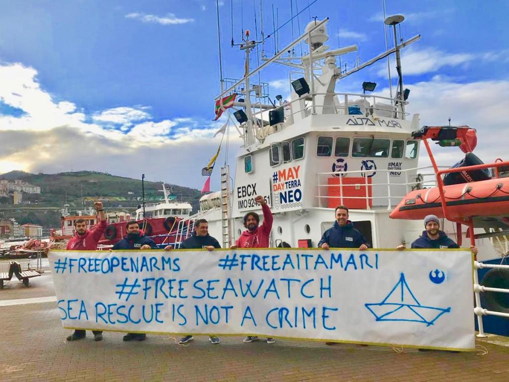 """Decenas de personas exigen en Teruel el desbloqueo de los buques Open Arms y Aita Mari para que """"puedan seguir salvando vidas en el Mediterráneo"""""""