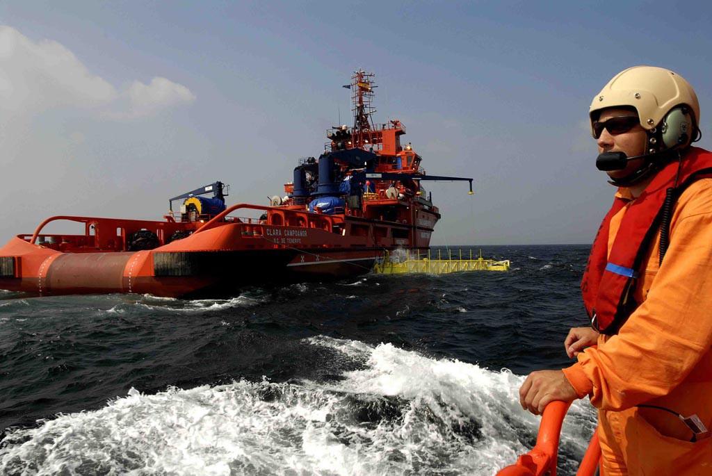 El Gobierno de Pedro Sánchez militariza el Salvamento Marítimo
