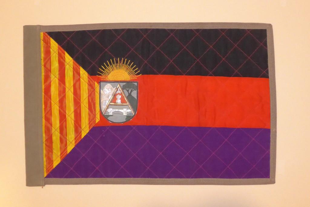 Primera bandera del Consejo de Aragón que el coleccionista Rubén Martínez encontró. Foto: Clara Asín.