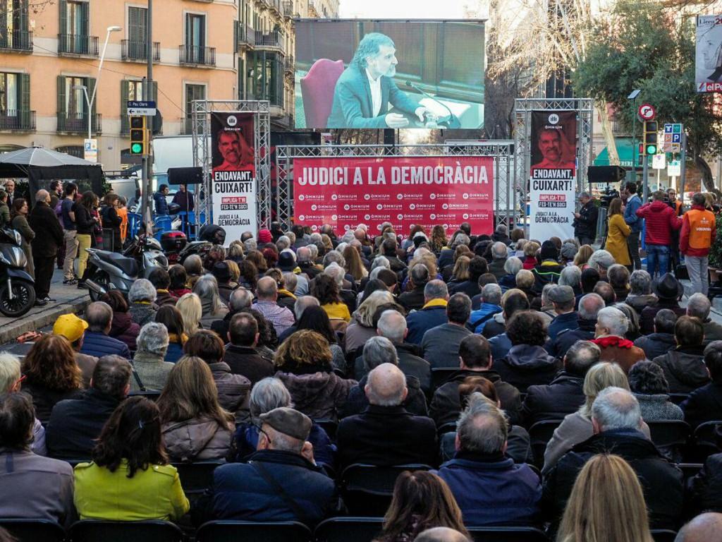 """Forcadell: """"No se puede permitir que la censura entre en el Parlament"""""""