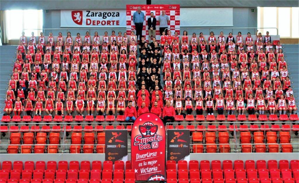 400 niñas de 24 colegios zaragozanos participan en el evento inicial de la SuperLiga Dia-FEB