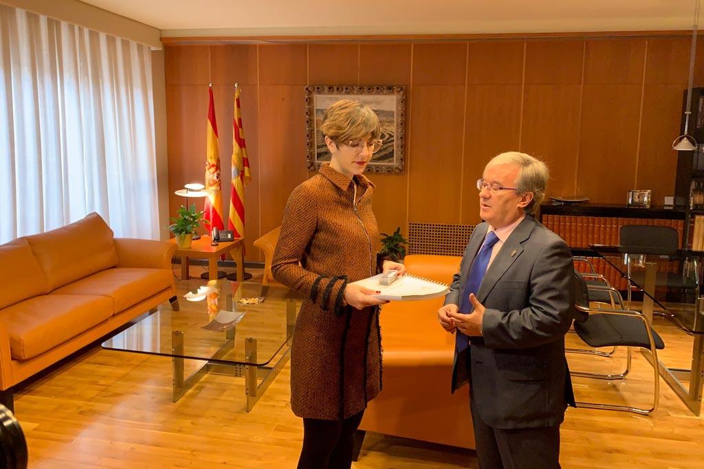 El Chustizia d'Aragón entrega su informe de 2018 a las Cortes de Aragón