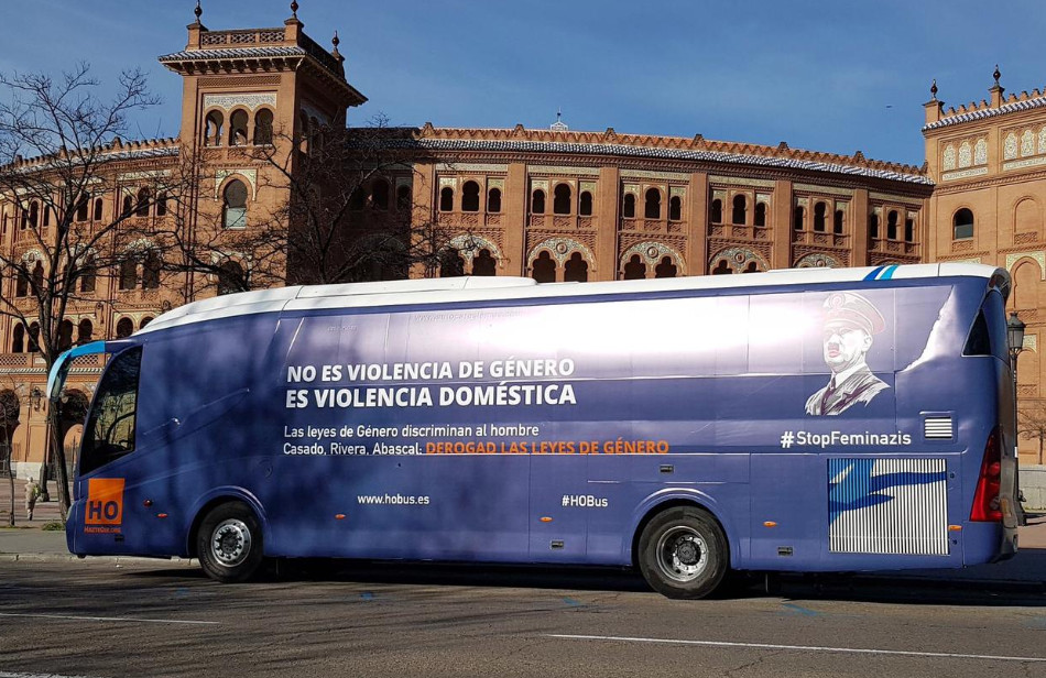 La organización ultraderechista Hazte Oír lanza ahora un bus antifeminista