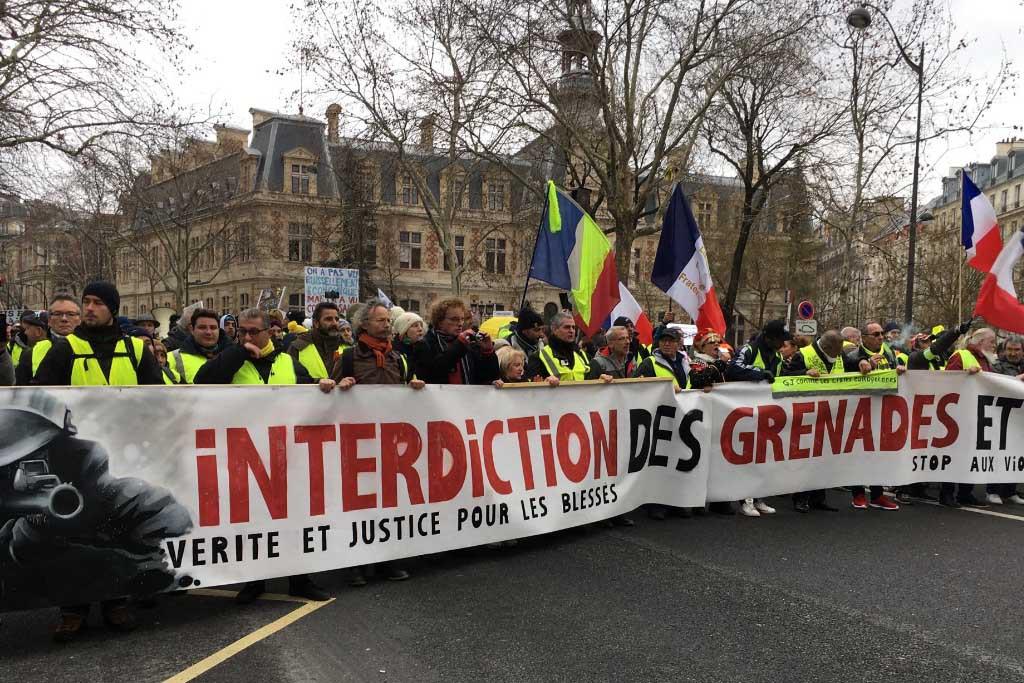 Cabecera de la Marche Blanche celebrada en París este sábado.