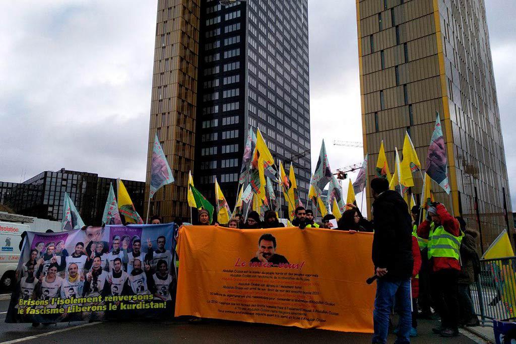 Un grupo de aragoneses participa en Luxemburgo en la larga marcha por la libertad del pueblo kurdo