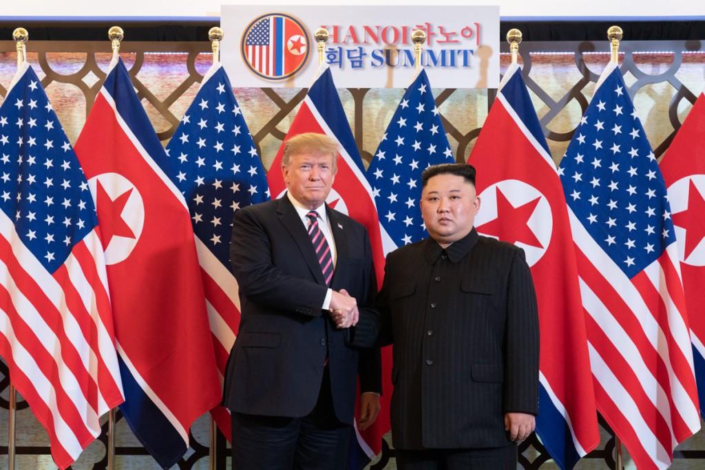 """Termina abruptamente y sin """"ningún acuerdo"""" la cumbre entre Donald Trump y Kim Jong-un"""