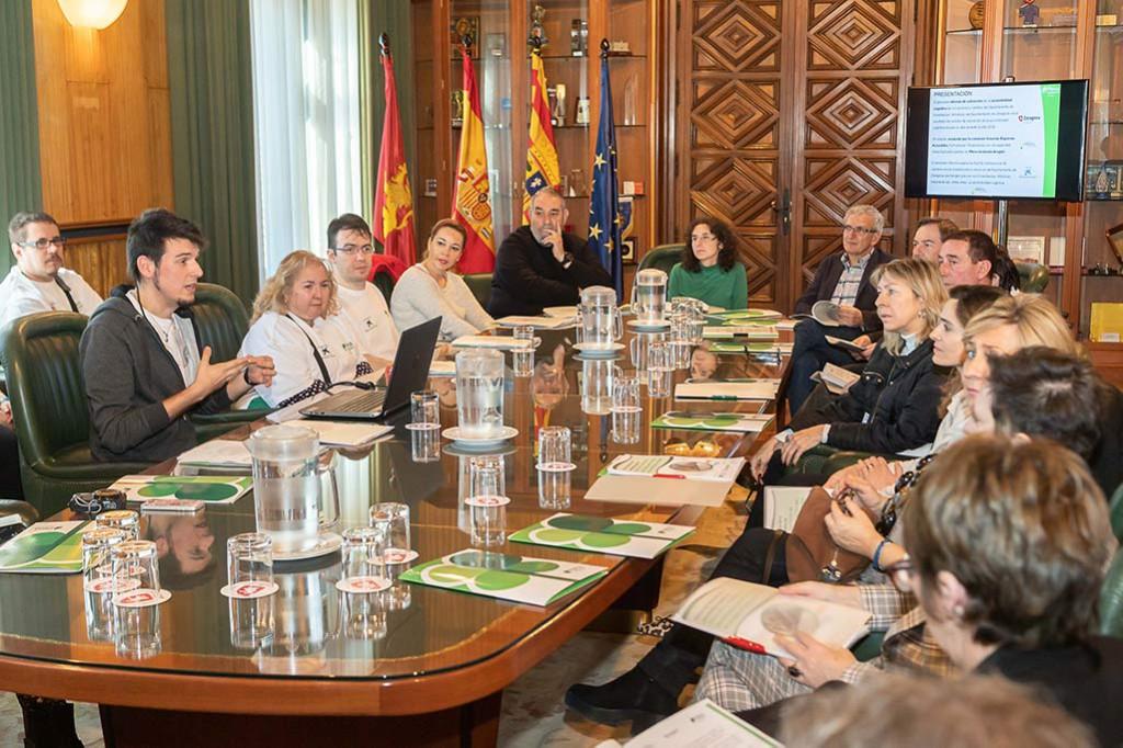 Las escuelas y conservatorios artísticos de Zaragoza adaptarán su señalética para mejorar la inclusión de las personas con diversidad intelectual