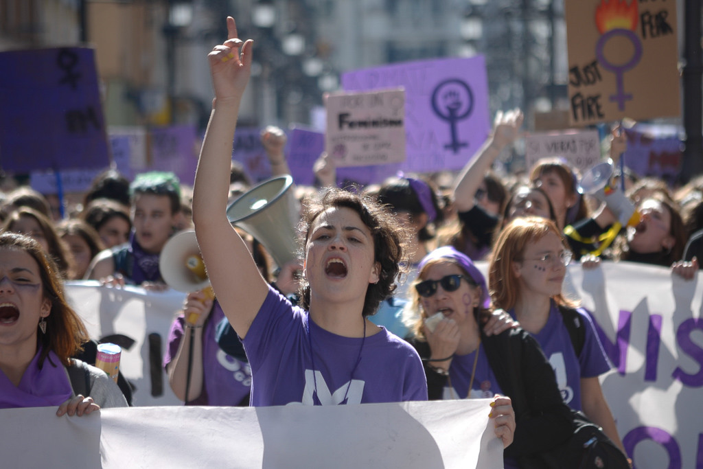 "[FOTOS] ""Ista, ista, ista, Zaragoza feminista"", multitudinaria manifestación estudiantil"