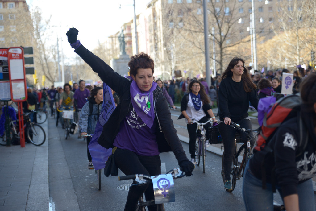 El bicipiquete colapsa Zaragoza durante las primeras horas de huelga feminista