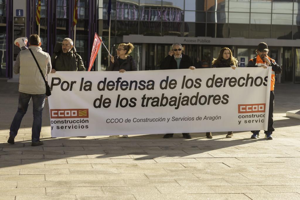"""CCOO se concentra para denunciar el """"despido injustificado"""" de una trabajadora de COVIAR"""