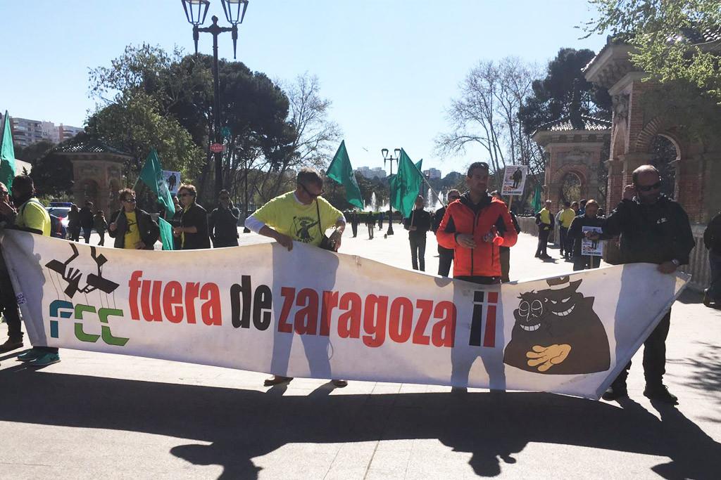 Concentración de las y los jardineros en el Parque Labordeta, en el quinto día de huelga.