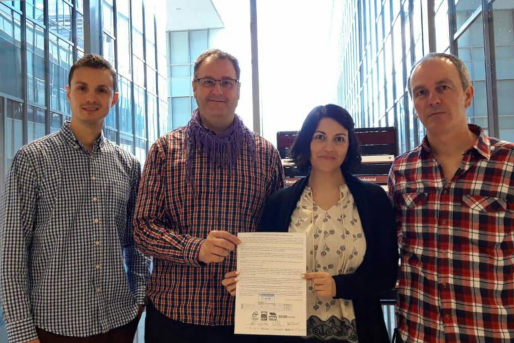 Representantes de los cuatro sindicatos firmantes en la presentación de su propuesta a Educación.