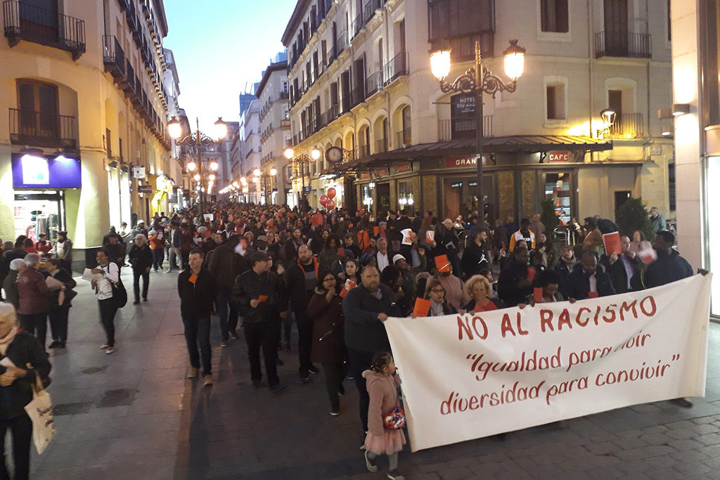 Manifestación contra el racismo y la xenofobia en la Calle Alfonso. Foto: @SeralRoberto.