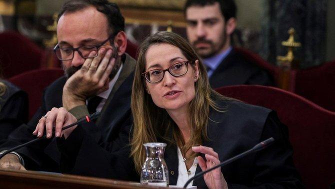 Marina Roig, abogada de Cuixart: «Se está produciendo una indefensión al limitar los interrogatorios y la exhibición de la documentación»
