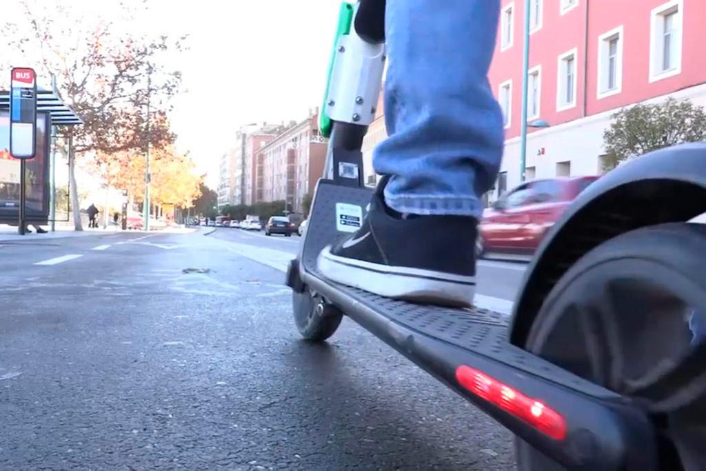 Las empresas reducirán durante las Fiestas del Pilar el número de patinetes eléctricos disponibles
