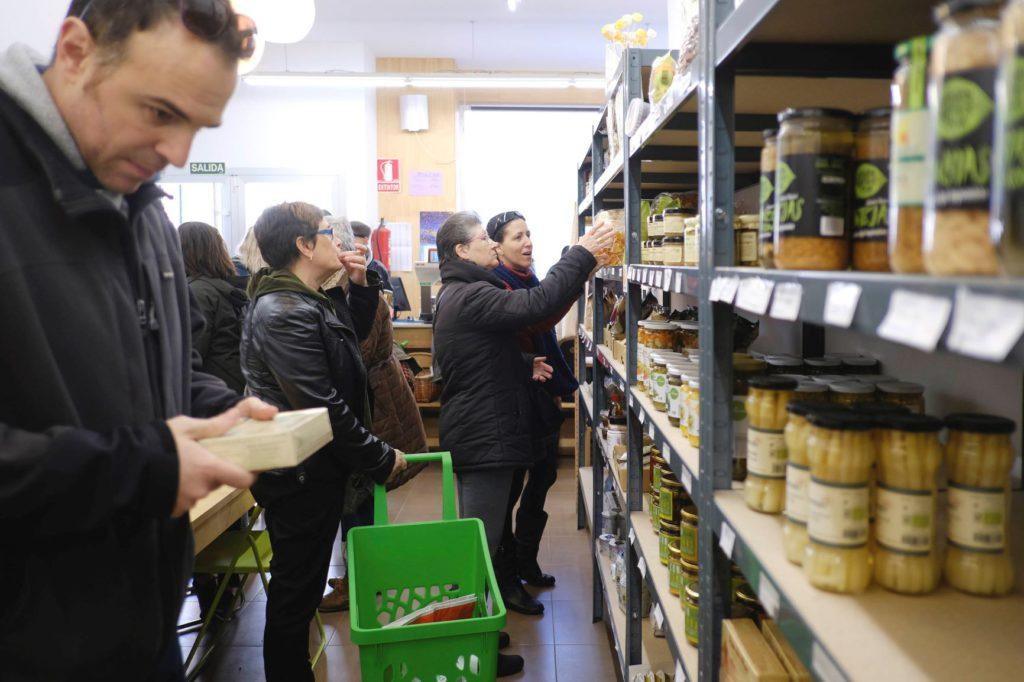 El supermercado cooperativo A Vecinal se presenta con una fiesta de inauguración