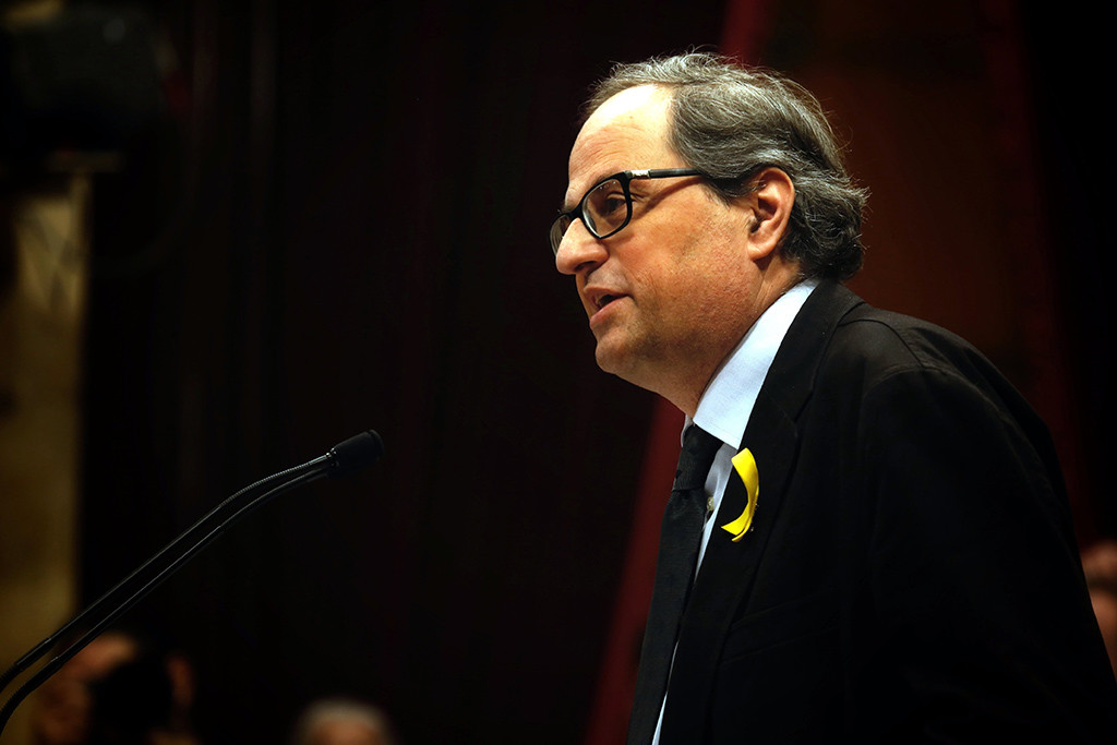 """La JEC acusa a Torra de """"desobediencia"""" y da orden a los Mossos de retirar lazos amarillos de las instituciones catalanas"""