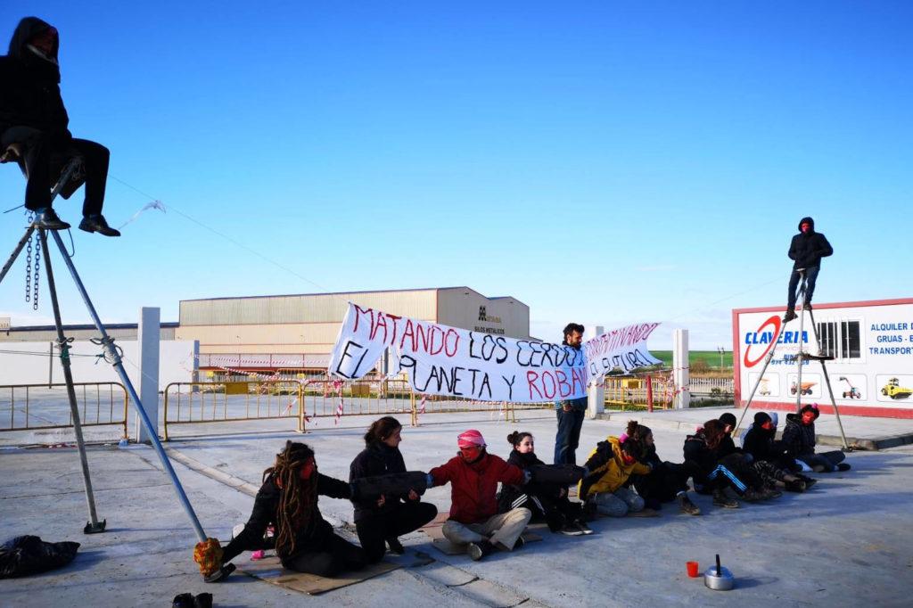 CGT muestra su apoyo a las activistas contra el macromatadero de Binéfar