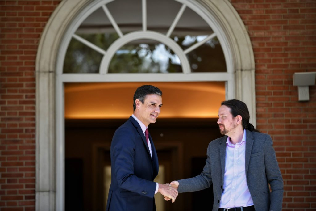 Sánchez abrirá con Iglesias la ronda de contactos para una investidura sin aclarar si mira a izquierda o a derecha