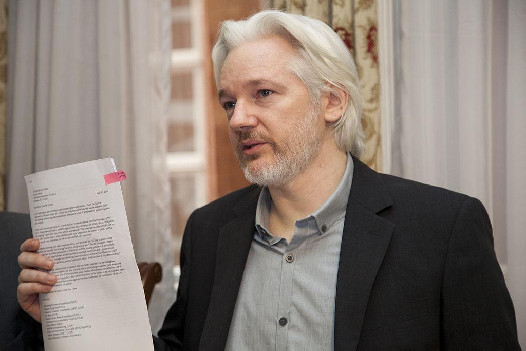 Julian Assange detenido en la embajada de Ecuador de Londres