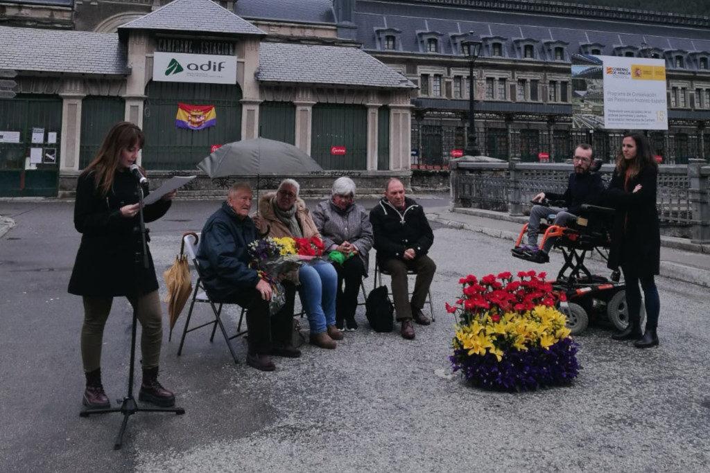 Unidas Podemos homenajea en Canfranc al medio millón de personas exiliadas a través del Pirineo