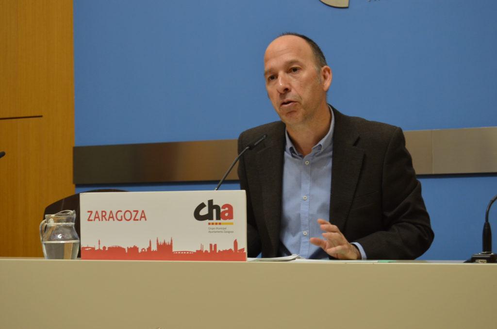 Carmelo Asensio propone crear una red de aparcamientos seguros para recargar los patinetes particulares