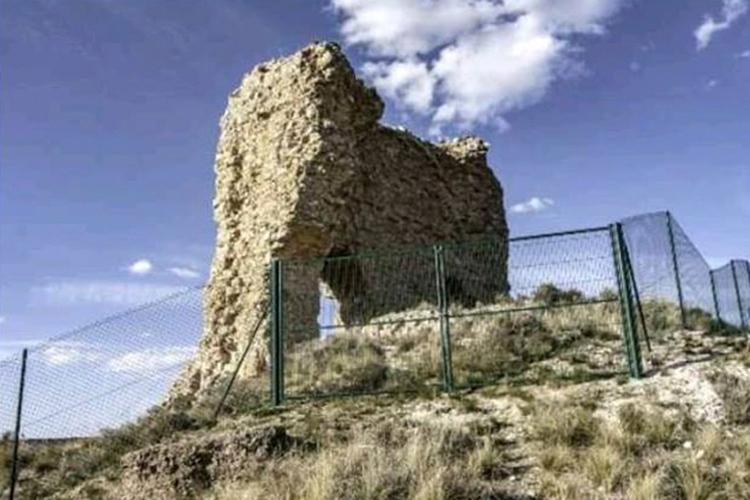 Castillo de Cutanda: Nuestros diarios Notre Dame están en Teruel