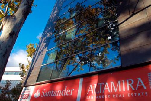 Sin luces, sin caldera y pagando sin renovar el alquiler, el Sindicato de Inquilinas denuncia la gestión de un bloque de pisos de Zaragoza