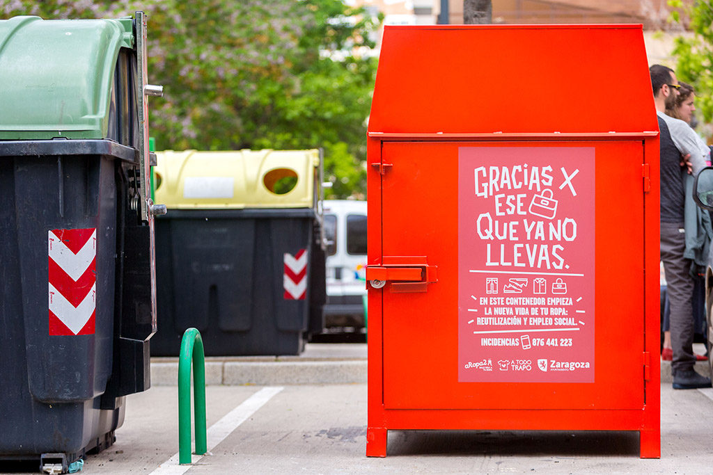 Zaragoza contará con 200 nuevos contenedores de reciclaje textil en las calles, gracias a la cooperación entre aRopa2 y A Todo Trapo