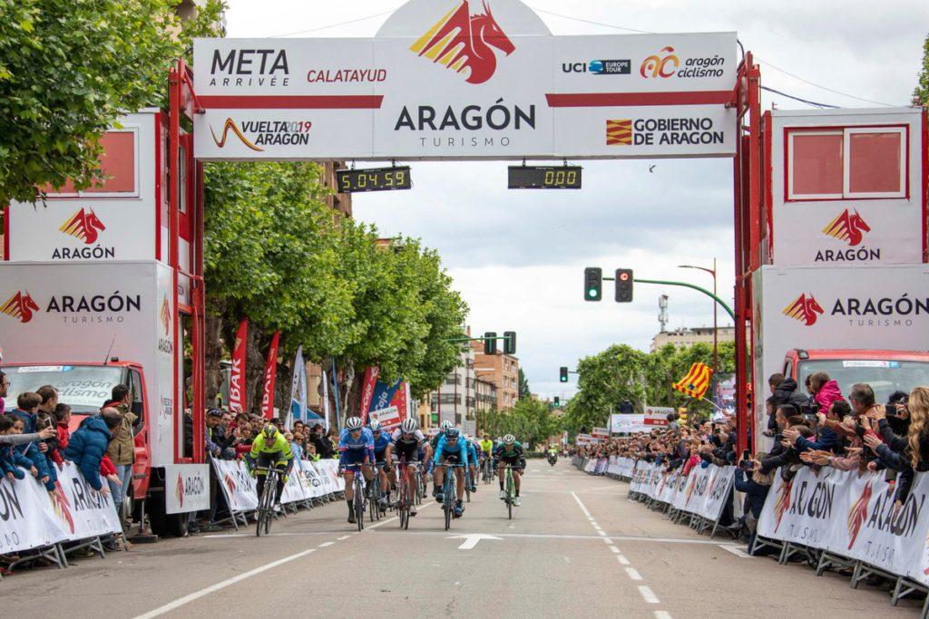 El francés JustinJules primer líder de la Vuelta Aragón tras ganar al sprint en Calatayud